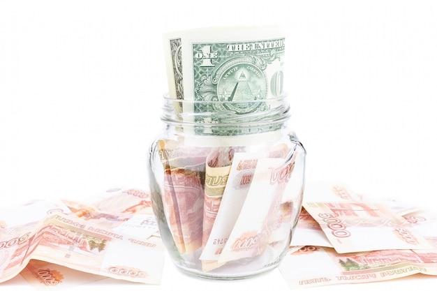 Стеклянная банка с деньгами