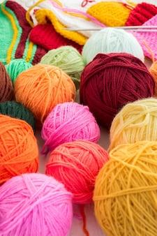 ボールで編み物