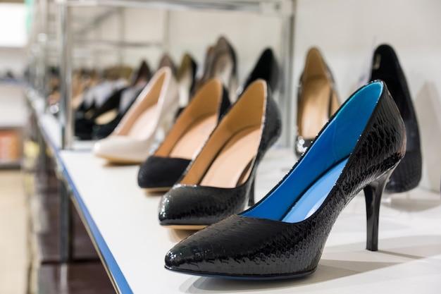 お店の婦人靴