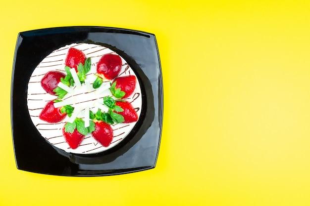 ストロベリーケーキとバニラクリーム