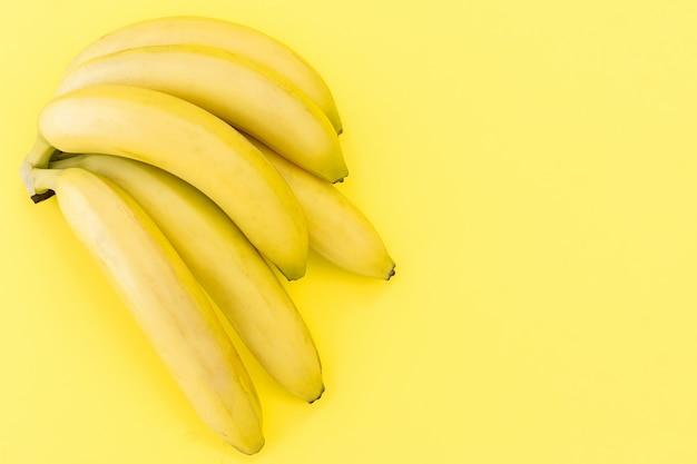 新鮮なバナナの束
