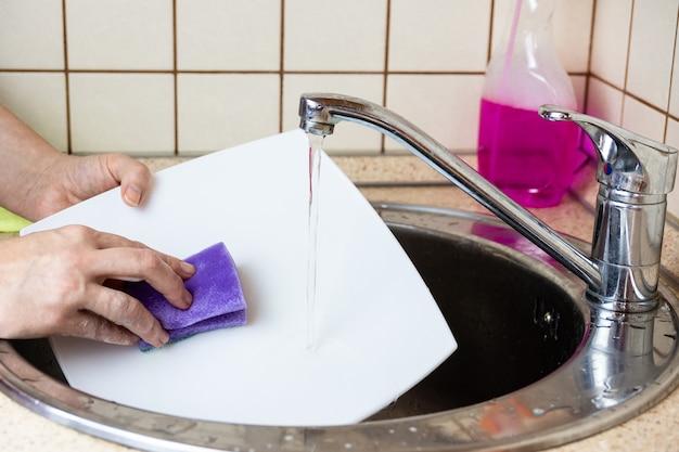 流しの皿洗い