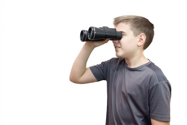 双眼鏡を持つ少年