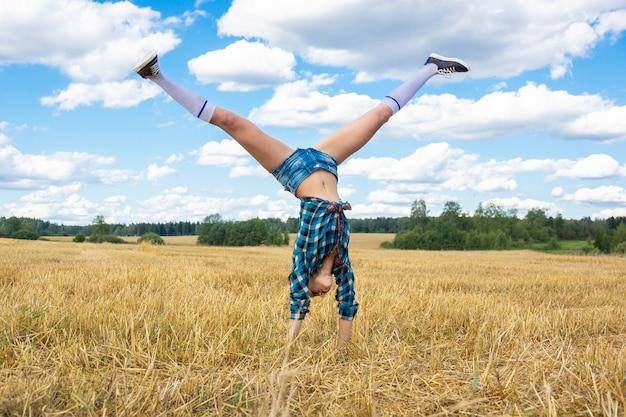 若い女の子の体操選手