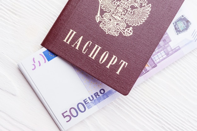 お金でロシアのパスポート