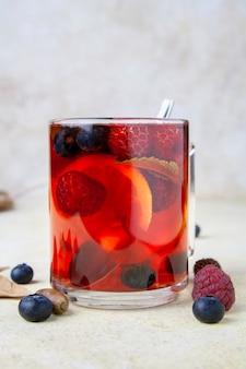 紅茶のベリーのカップのクローズアップ
