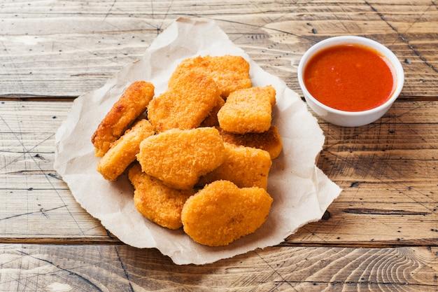Куриные наггетсы с томатным соусом