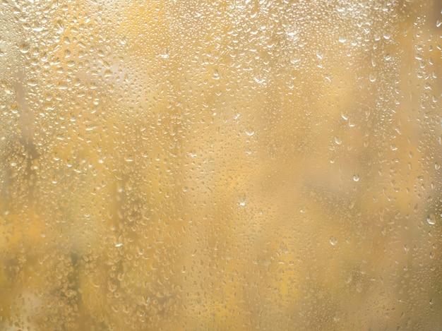 Капли дождя на стекле, боке