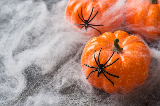 Хэллоуин фон с красочными тыквы и паутиной