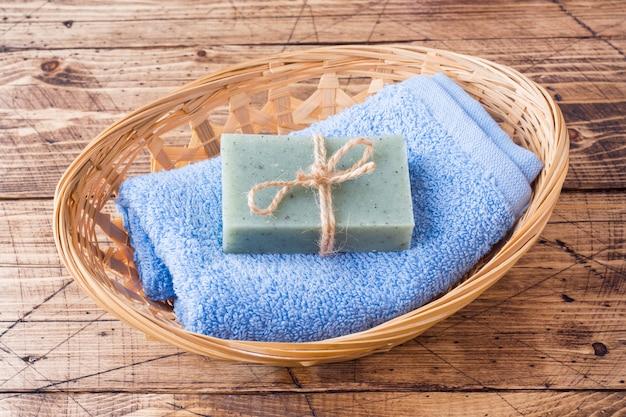 タオル石鹸とバスアクセサリー。