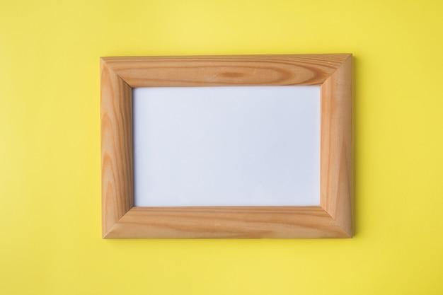 Деревянная фоторамка на желтом