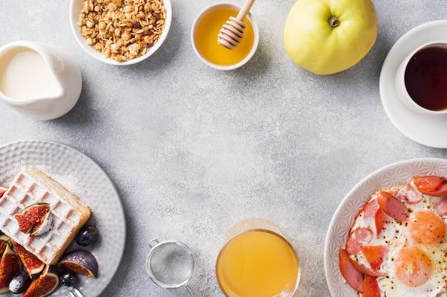 家庭料理のボリュームたっぷりの朝食。