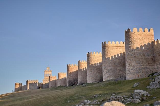 スペインのアビラの街の景色、中世の城壁の街
