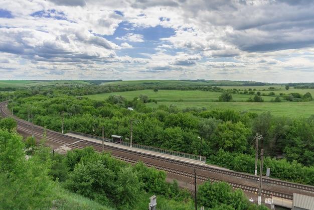 ロシアの田園地帯の線路と小さな駅の平面図