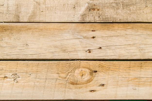 クローズアップ暗い古いグランジボードダークウッドの背景にさびた釘