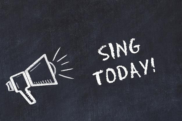 スピーカーと手書きの短いモットー「今日歌う」を使用したチョークボードスケッチ