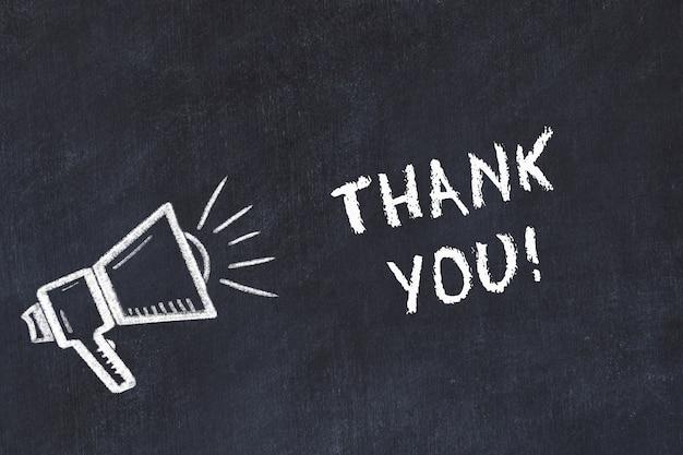 Эскиз меловой доски с громкоговорителем и написанное от руки «спасибо»