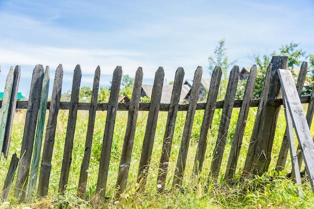 古い木の塀