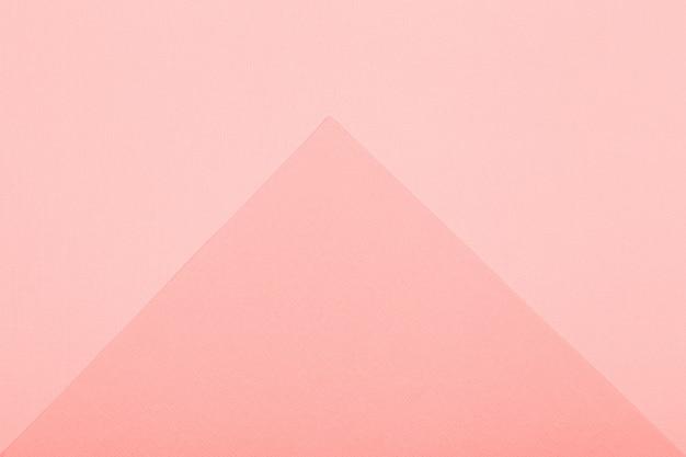 幾何学的な紙の背景。フラットレイ用のリビングコーラルカラーモックアップ