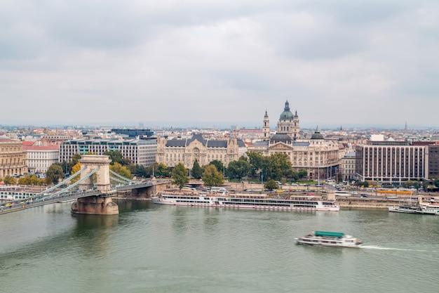 Цепной мост и горизонт будапешта