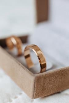 Обручальные кольца, свадебные торжества и аксессуары и украшения