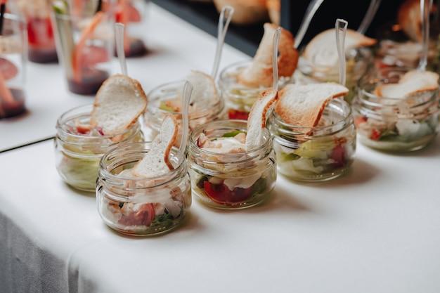 カナッペとさまざまな美味しいお食事をお届けする美味しいお祭りビュッフェ