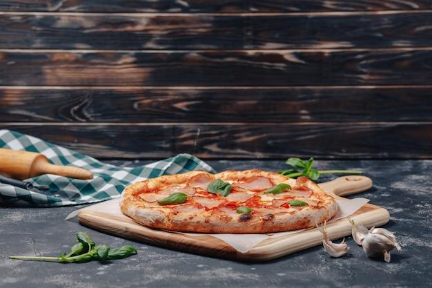 美味しいナポリタンミートピザ、ピッツェリア、美味しい料理