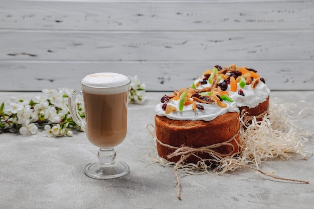 イースターベーキング、コーヒー。イースターのお祝いのコンセプトです。