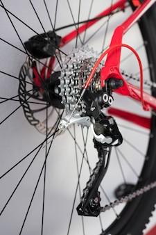 自転車のディスクとスプロケットのクローズアップ