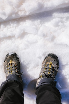 雪の中を歩く