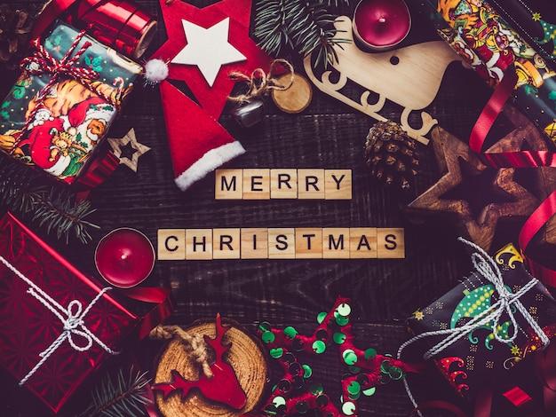 ノートブックとクリスマス要素の装飾