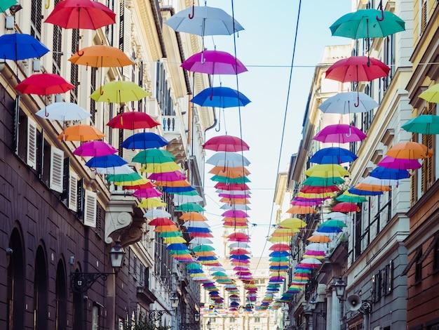 Разноцветные, яркие зонтики