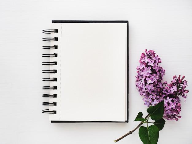 Пустая страница для вашей надписи