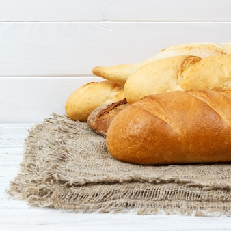 ライ麦パンとフランスのバゲットトップビュー