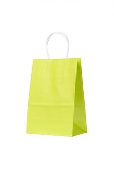 生態学的なリサイクルグリーンショッピング紙袋が分離されました。コピースペース