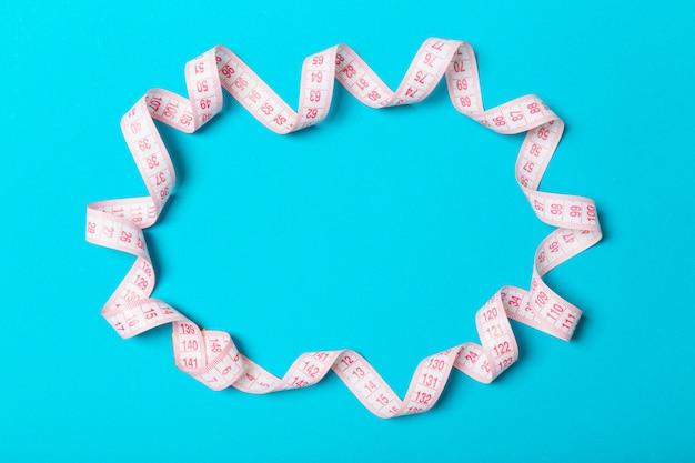 フレームの形でカラフルな測定テープ
