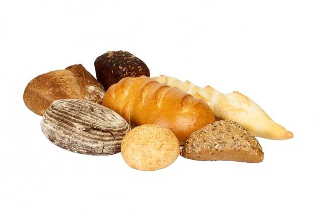 Различный свежий хлеб, изолированный