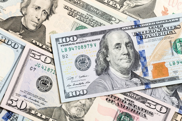 米ドル紙幣の山