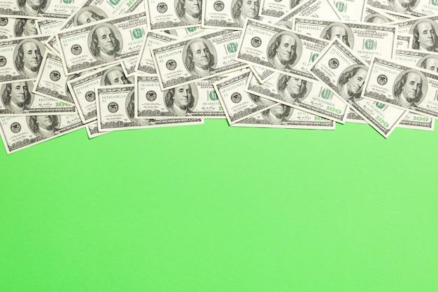 ドル紙幣、明るい色の背景に。コピースペース、トップビュービジネスコンセプト