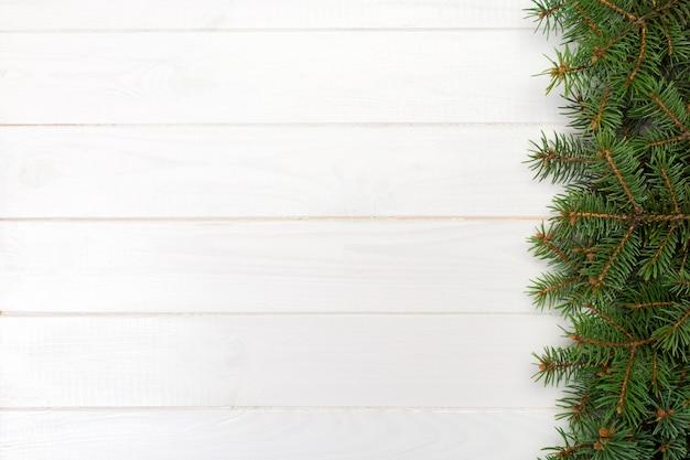 モミの木フレームと木製のクリスマス、トップビューの空スペース