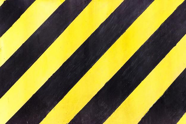 工事現場での安全縞、黒と黄色工事中サイン、グランジテクスチャ、トップビュー