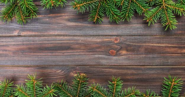 モミの木と木製のクリスマスグレー、トップビューバナー空スペース