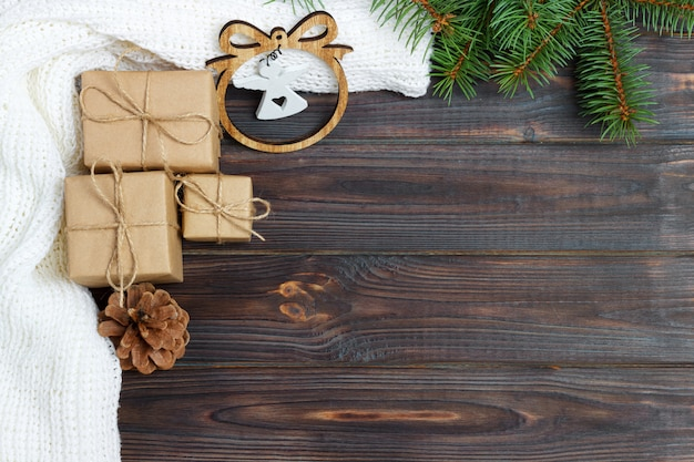 Новогоднее украшение, подарочные коробки и рамка с фигуркой ангела