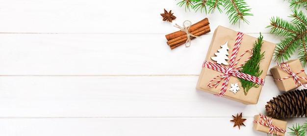 コピースペース、トップビューでクリスマスの背景。