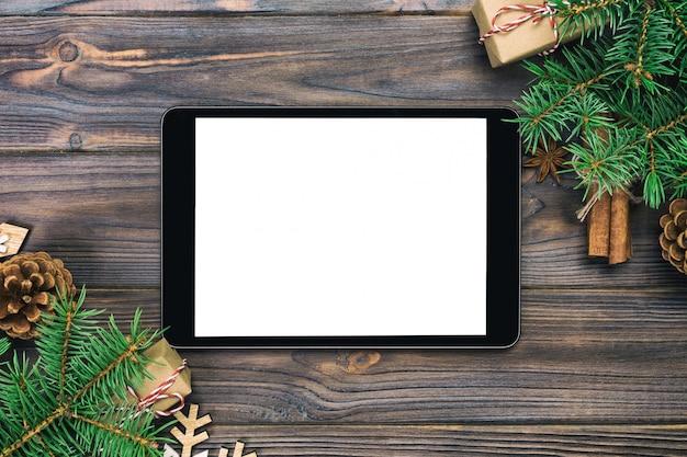素朴なクリスマスデコレーション付きデジタルタブレット