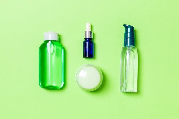 チューブとクリームフラットの瓶のセットは緑に置く