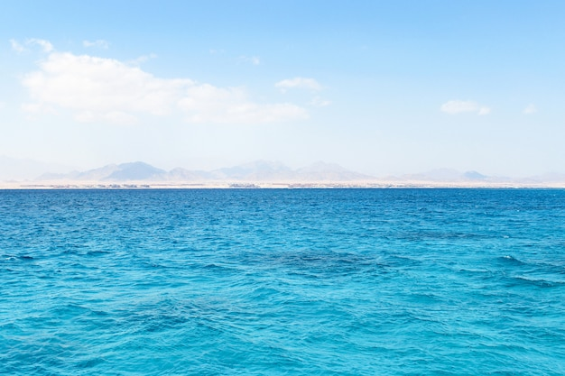 紅海とエジプトのティラン島
