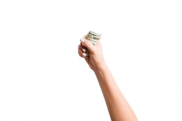 白い背景の上のドルの束を持っている女性の手の分離イメージ