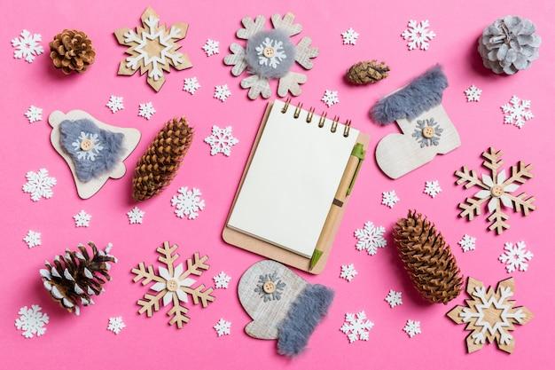 ノートブック、休日のおもちゃや装飾品の平面図。