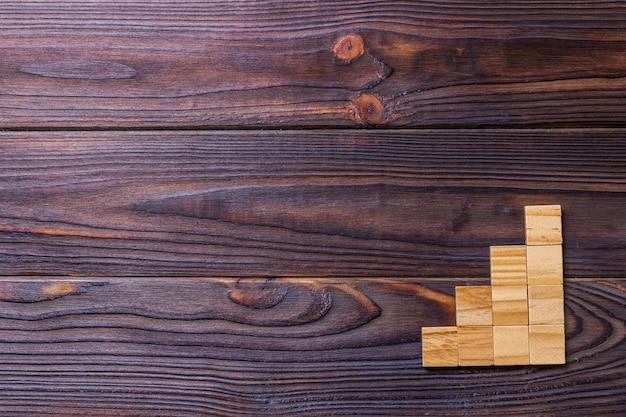 木製のブロックキューブコピースペースを持つ単語のタイトルを追加します。